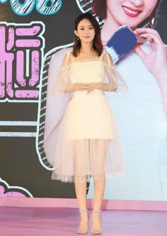 赵丽颖好身材终于藏不住了!一袭粉色波点裙似仙女,锁骨肩线太美