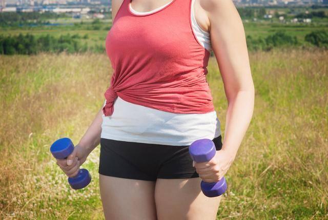 女生告别小肚子不难!6个动作让腹部变平坦,身材瘦下来!插图(1)