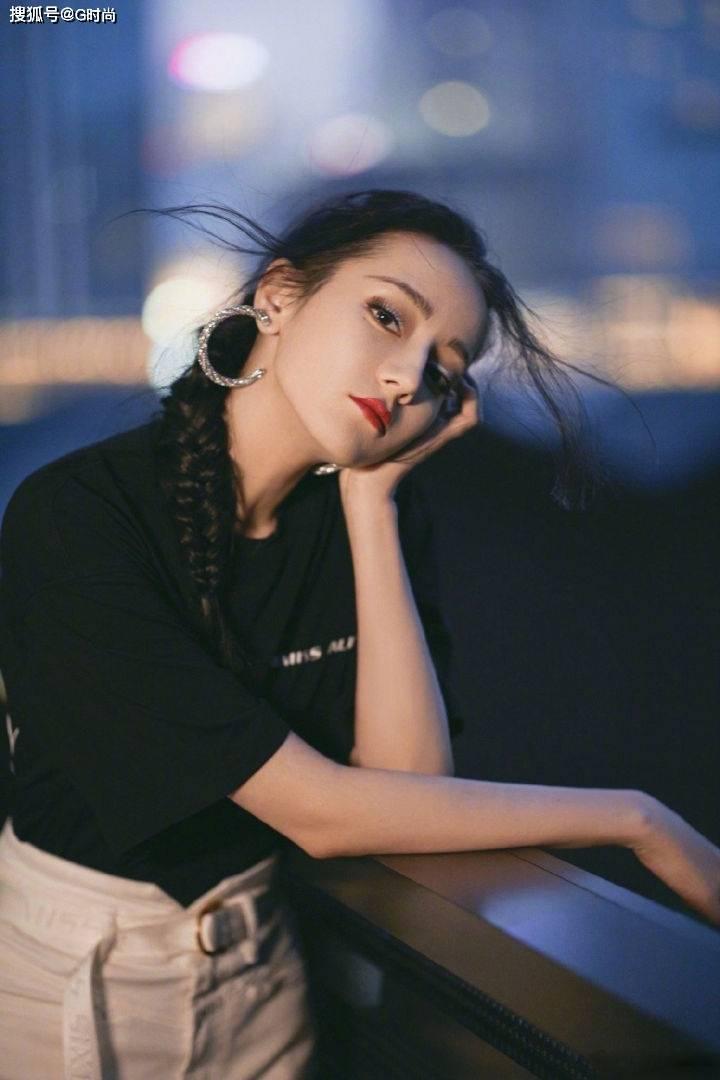 迪丽热巴超A御姐范儿穿搭,简约时尚,处处透露着高级感