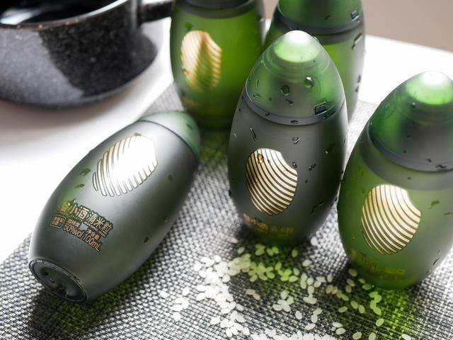 老罗直播带货,瓶子可以直接当摆件,谷小酒到底有什么魔力插图(2)