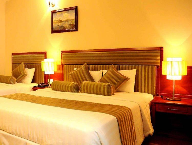 原创为什么酒店房间的双人床,总要放上四个枕头?保洁人员说出隐情!