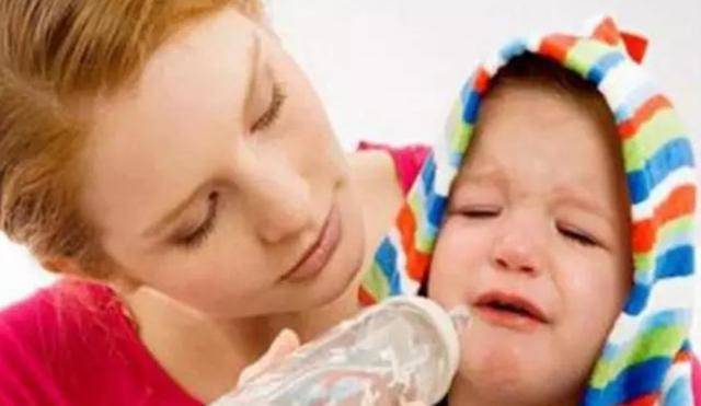 宝宝只认婆婆冲的奶粉,宝妈好奇尝了一口,气到直接发火