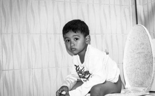 三岁小儿景区小便引发血案:不就是一泡童子尿,至于吗