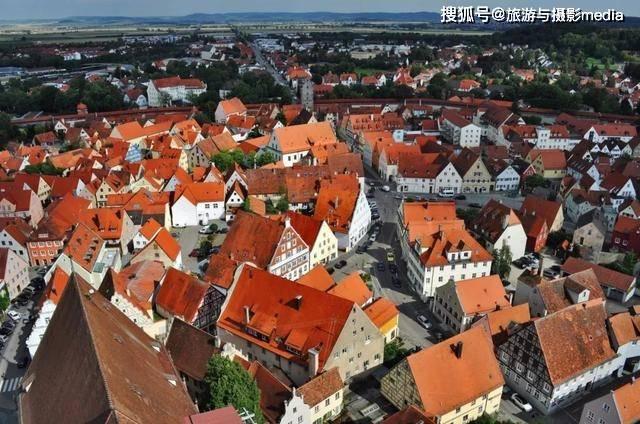 世界上最富裕的小镇,天降7.2万吨钻石,每天都担心小镇被盗