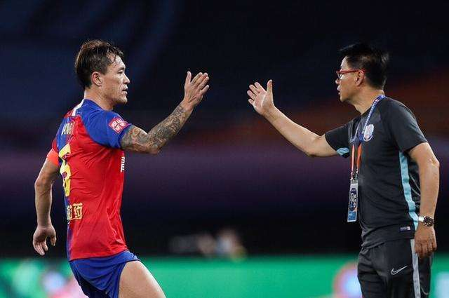 吴金贵:王栋回青岛治疗老伤 奉劝不良媒体不要破坏球队氛围
