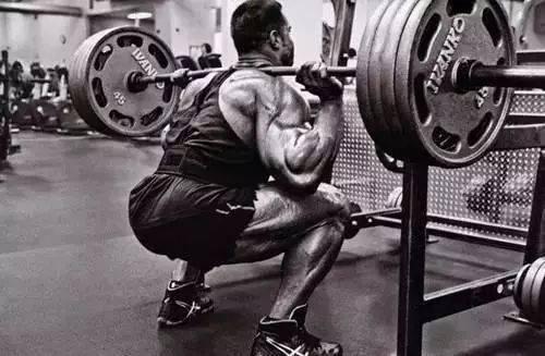深蹲的时候,蹲不下去?试试这个动作让臀肌参与训练!