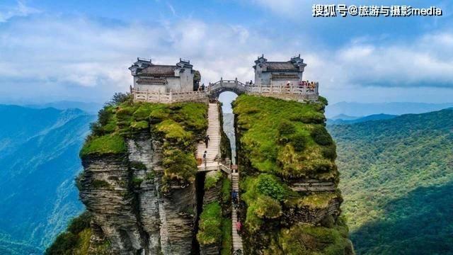 绝顶上的双庙宇,仅用一桥相连?惊险程度堪比过山车!