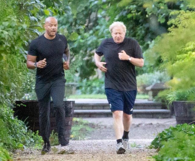 太胖了,英国首相鲍里斯·约翰逊请私教开小灶,成功减掉近20斤