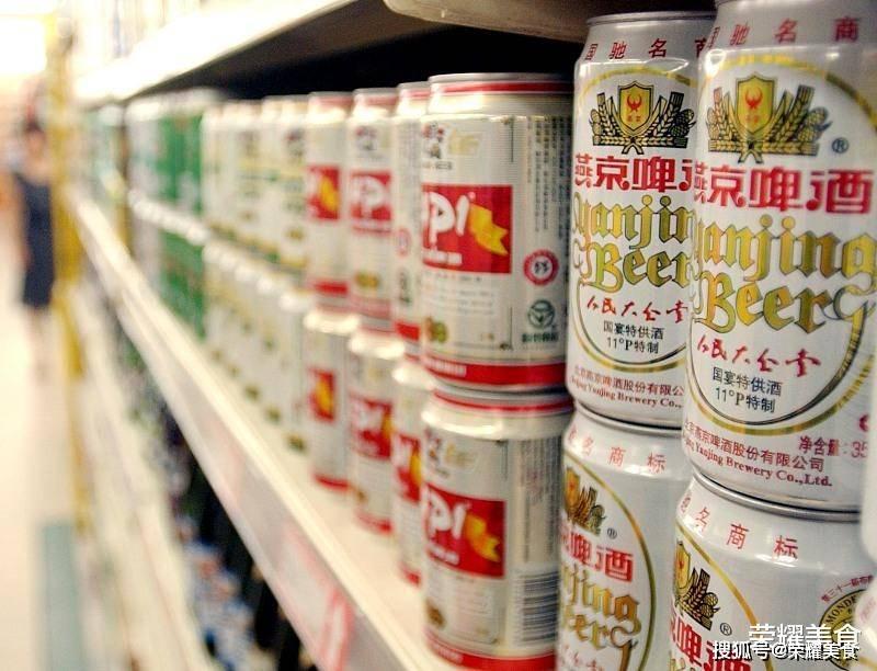 """你喝的啤酒可能是""""假""""的,买啤酒时要"""