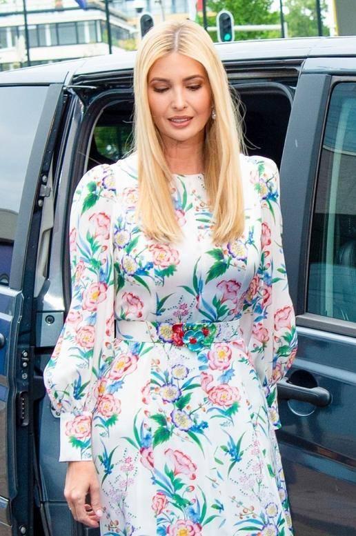 原创             伊万卡气质不一般,俗气印花裙也穿出高级感,180身高真没白长