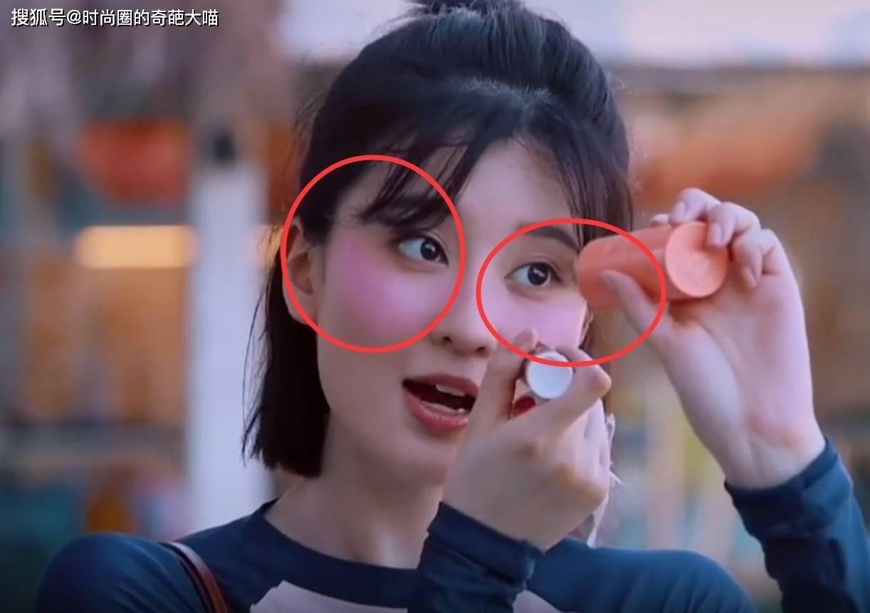原创             赵小棠为变美而放弃颜值,泥巴糊脸也不在意,难怪一直都白到发光