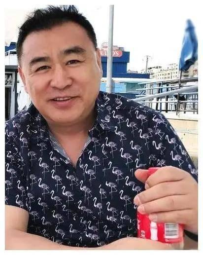 """前央视名嘴吃冰激凌被调侃""""陌生人粗犷"""