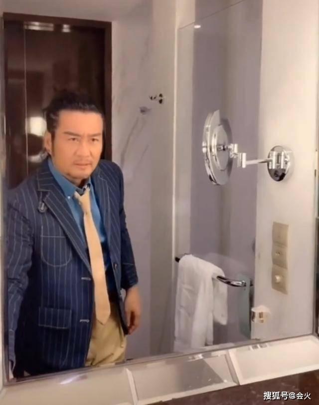 57岁孙兴近照胡子花白,沦落跑商演!一年还要付儿子34万学费