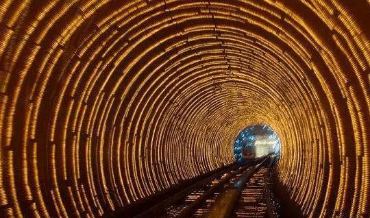 这条隧道花了六年时间才被贿赂,中国工