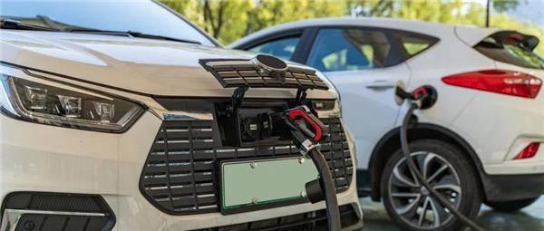 首次试水新能源车维修,他用两年时间将月营业额做到45万