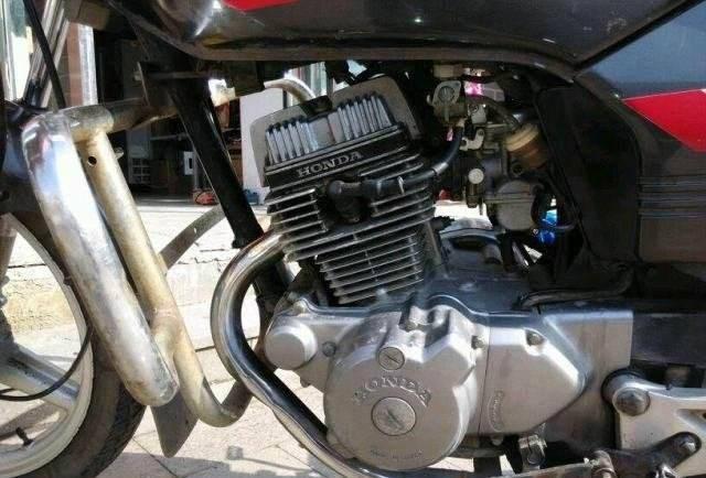 大排量单缸摩托车和小排量双缸摩托车,