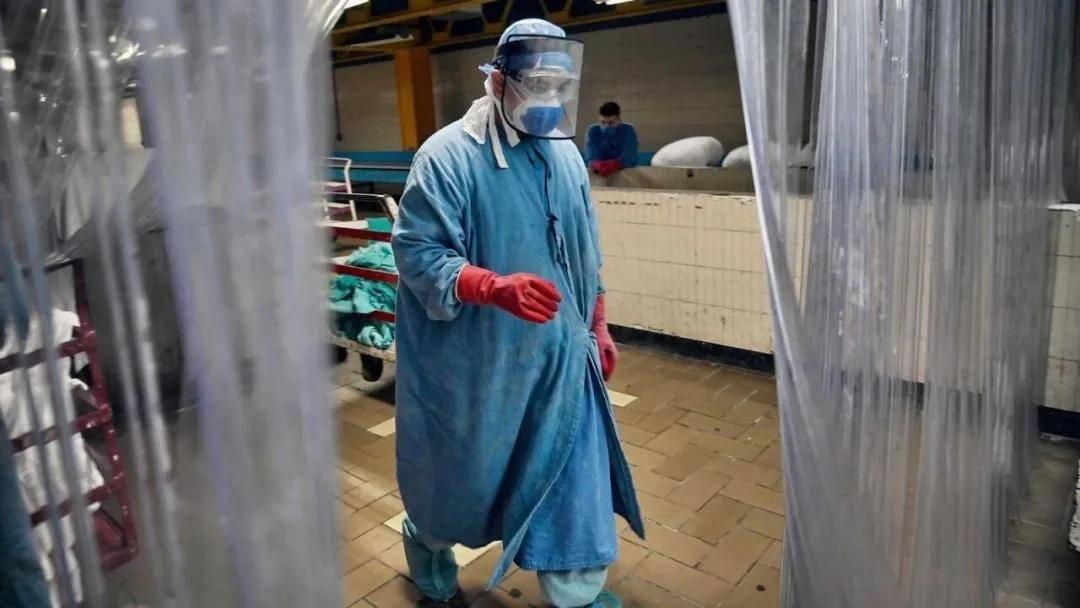 新型冠状病毒二次熏蒸治疗加泰 4例