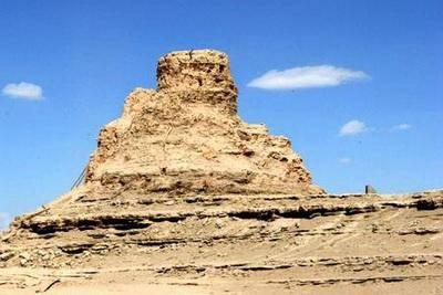 尼雅遗址有其中心塔,考古学家在塔下出