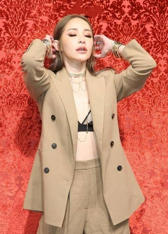 """原创             萧亚轩才是真时髦精,""""内衣外穿""""不俗反而很高级,魅力挡不住"""
