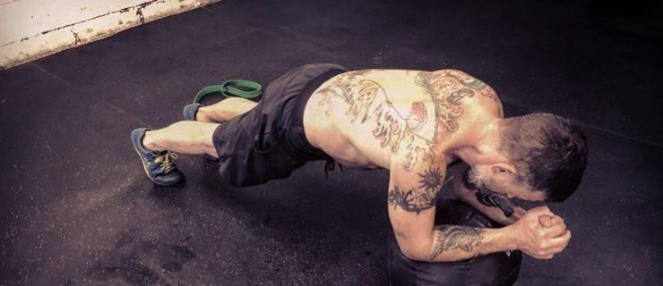平板支撑,检验你的核心强弱!一组训练动作提升你的核心力量!