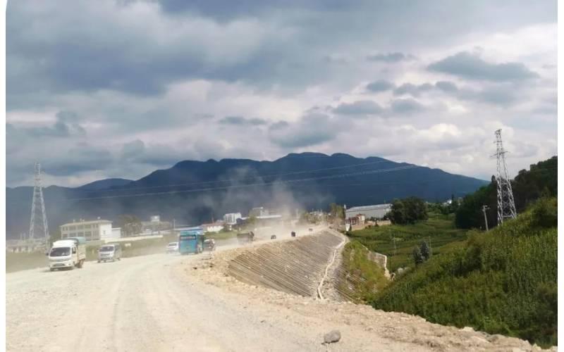 据相识此路段由中国修建七局卖力施工预计9月底10月初完工