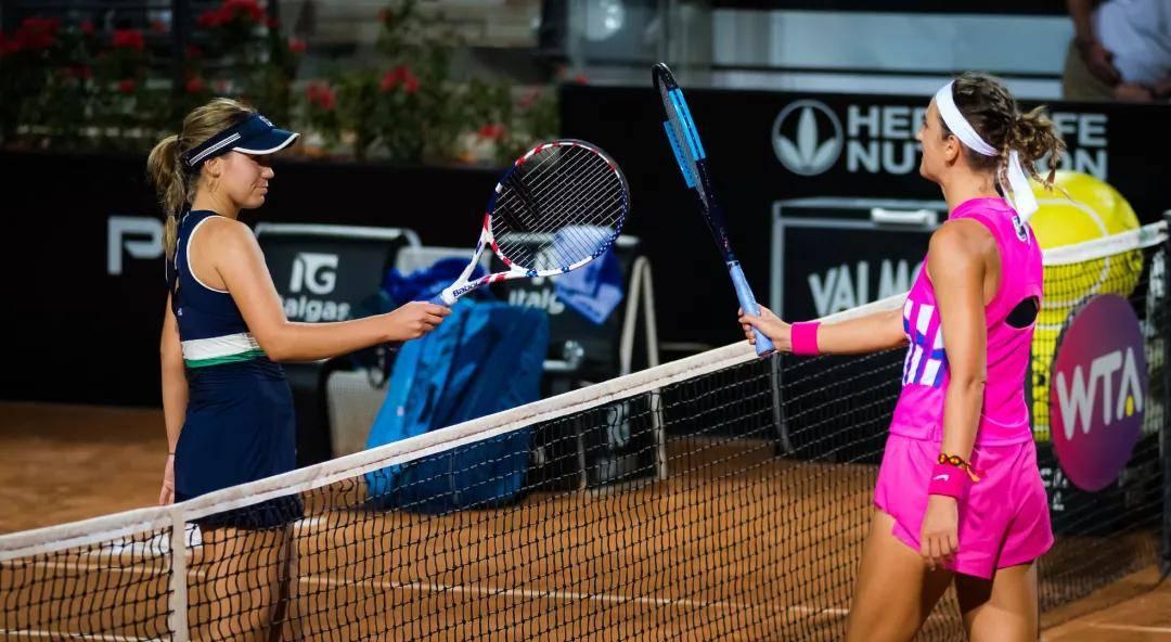 身为两届澳网冠军得主的阿扎伦卡只是耗时61分钟