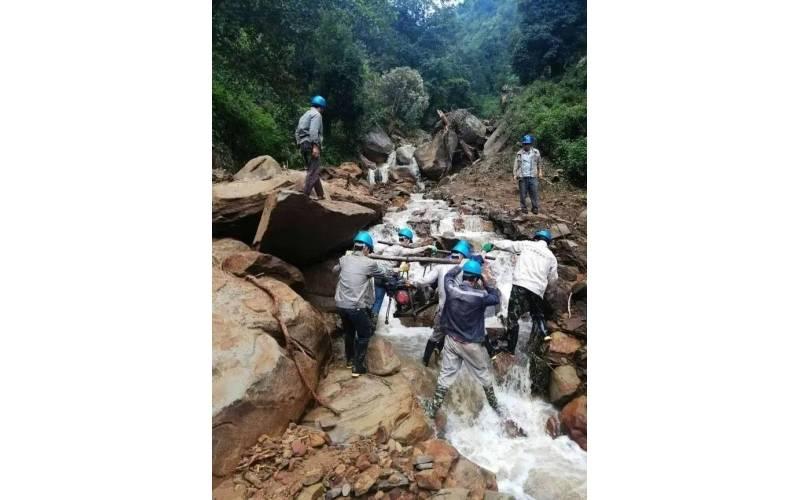 齐哈拉遭遇泥石流灾害,华坪供电局全力抗灾保电
