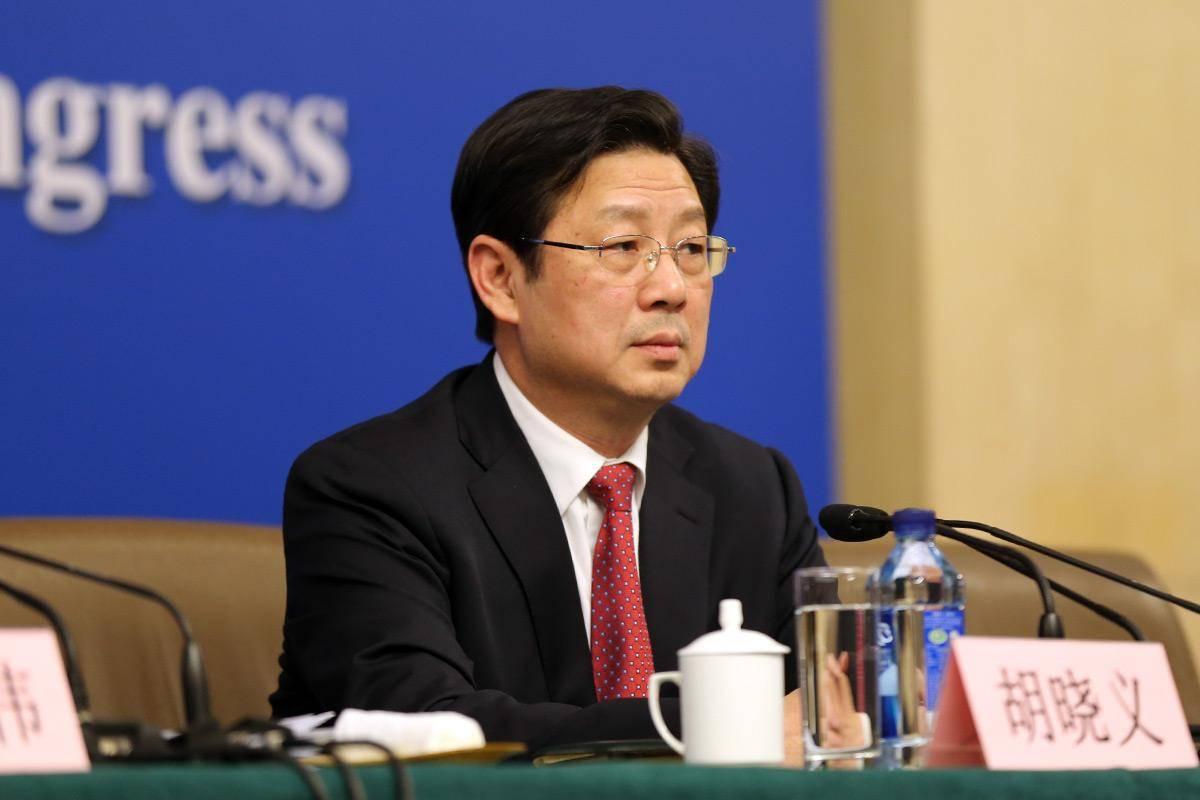 【胡晓义:城市与农村养老金差距在10倍以上,城乡经济平衡发展才能缩小差距】