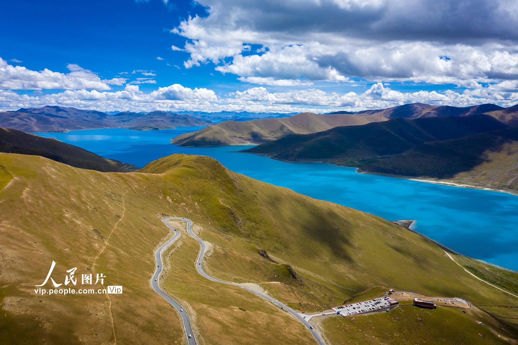 西藏山南:羊卓雍措风景如画。 羊卓雍措