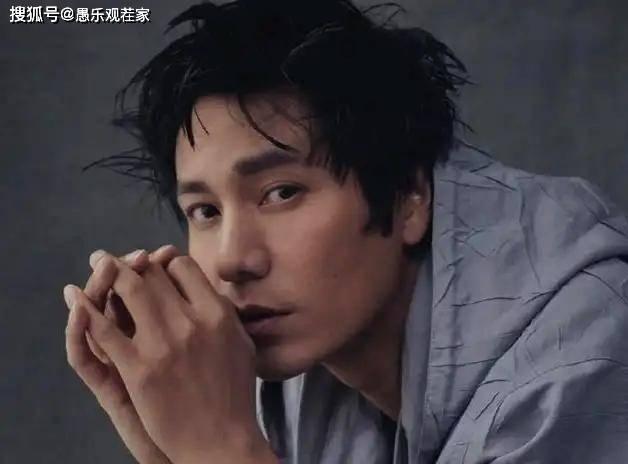陈坤晒18岁儿子照片,配文称其终于住宿舍了