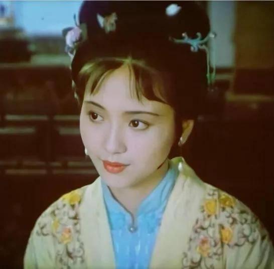 为爱守寡13年,从江南第一佳丽到母亲业余户,她的美从不败光阴(图6)