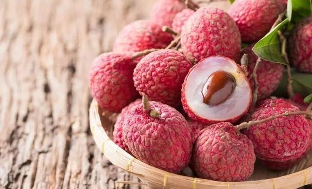 秋季养生离不开三种食物,可以疏通管子、清除体内毒素、滋养皮肤。 秋季养生吃什么食物...
