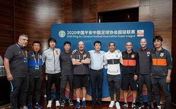 中国足球一次稀有大合影:中国足协主席+国足