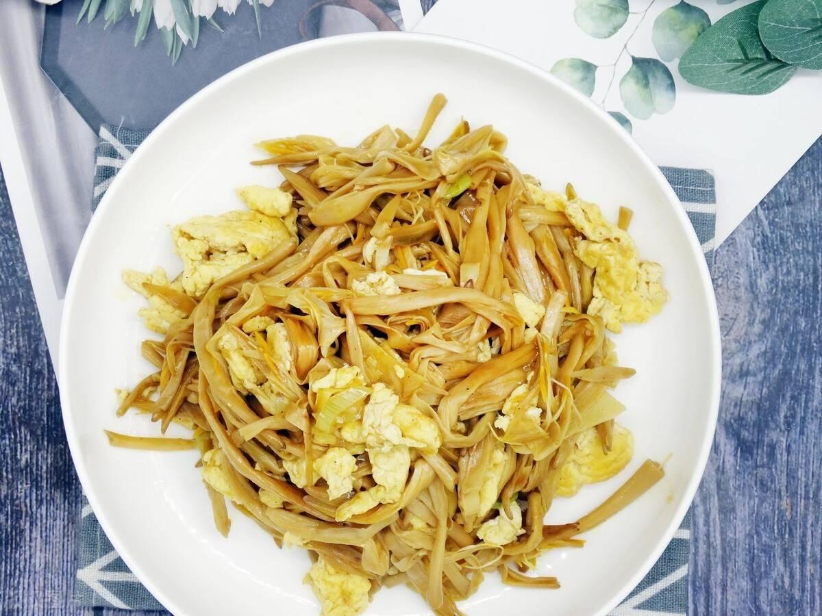 黄花菜美容健脑,黄花菜炒鸡蛋,夏日美味,清香美味,家常快手
