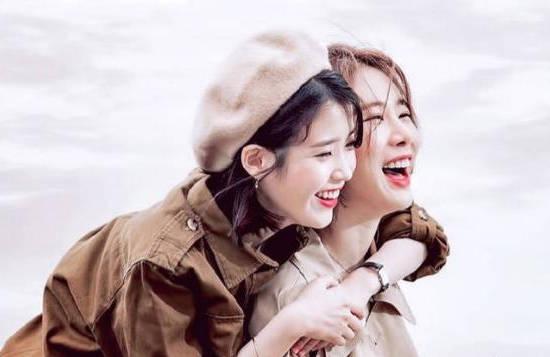IU采访中谈圈内好闺蜜刘仁娜 称与对方已超越心有灵犀