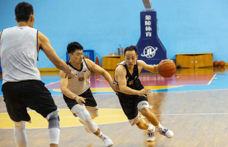热身赛江苏不敌山西 吴冠希19分6篮板黄荣奇18+5