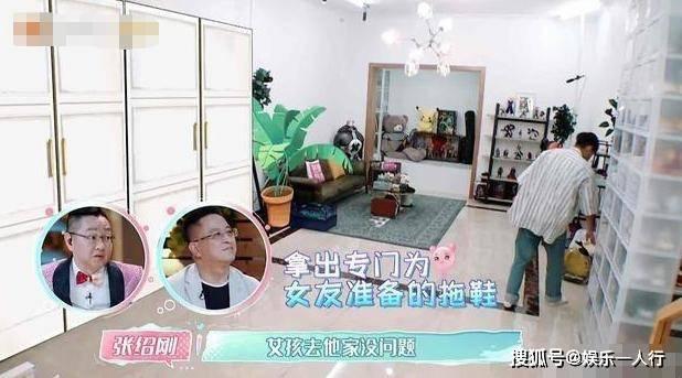 张铭恩节目晒出自己的家,客厅用塑料盒装鞋子,足足占据了整面墙