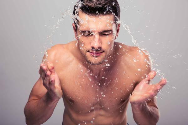晨起后这5件短命行为,很多男性就是改不掉,难怪寿命会不断减短