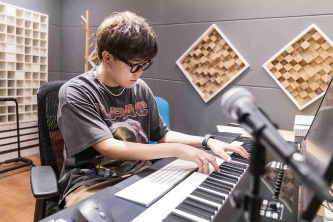达布希勒图借新曲分享追梦故事 展露少年成长蜕变