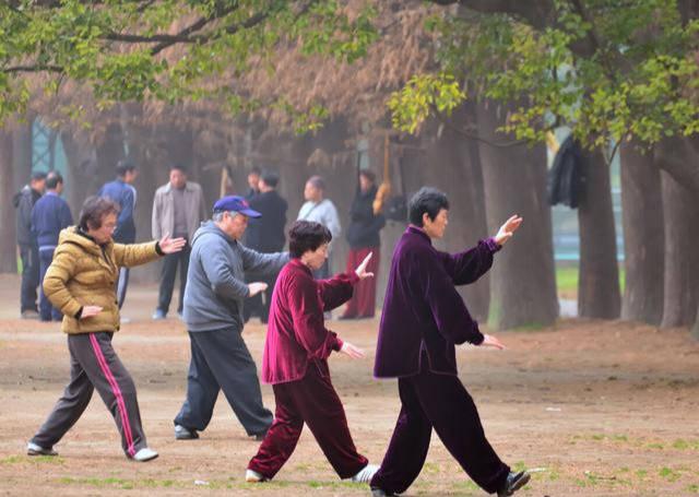 老年人身体是否健康,具体有什么标准?本文2点分析,说出答案