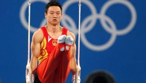 奥运冠军杨威现状 妻子是体操队长 一家五口生活幸福!
