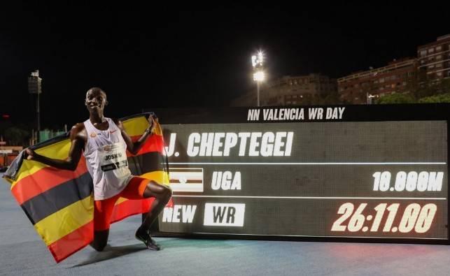 26:11!男子10000米世界纪录被打破 车普盖创造了新