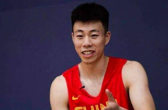 "CBA最强新人?杨鸣调教21岁男篮国手有好方法:不断""泼冷水"""