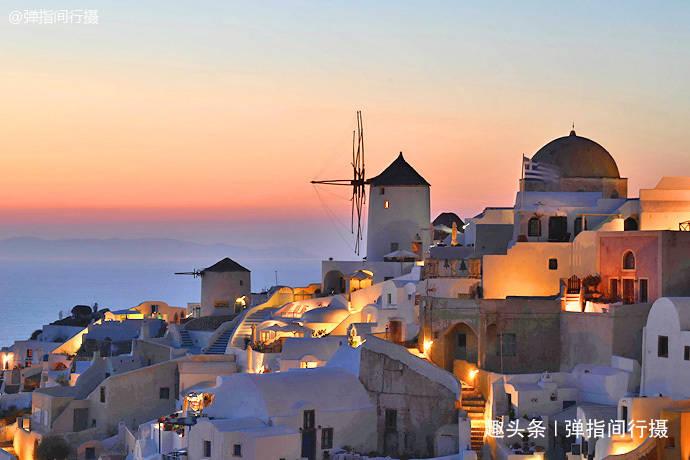 """希腊圣托里尼""""日落胜景"""",被夕阳染红的""""蓝白"""