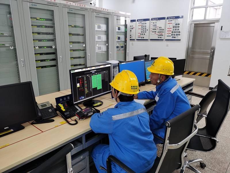 舍小家护大家云南曲靖供电局运行人员双节期间坚守一线保电在行动