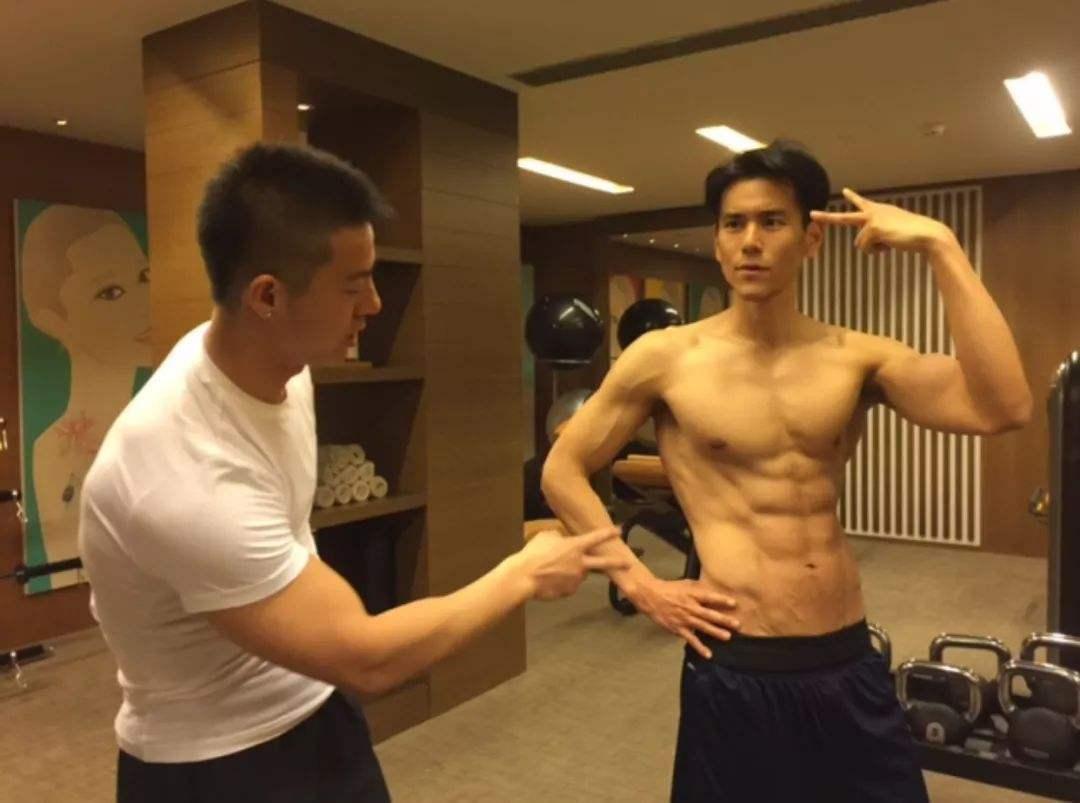 男神的六块腹肌,是这么练出来的!附:一组腹肌训练动作