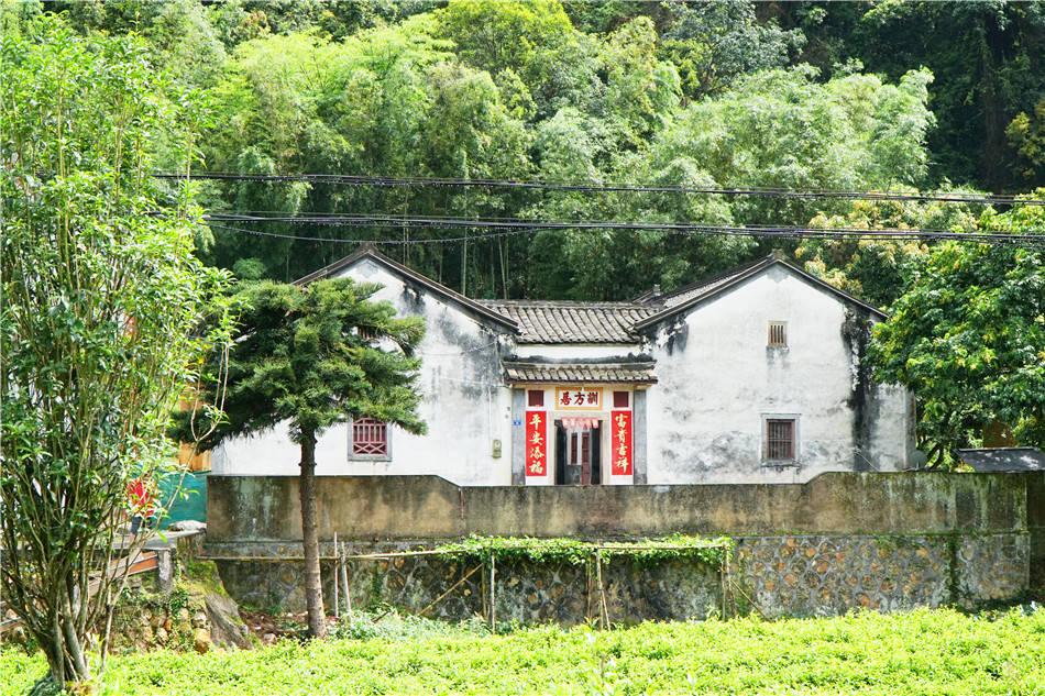 粤东:梅州 桥西村 酒吧客家围凹在山麓