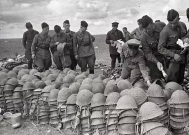 """日本侵略者听到""""日本投降""""后对中国的"""