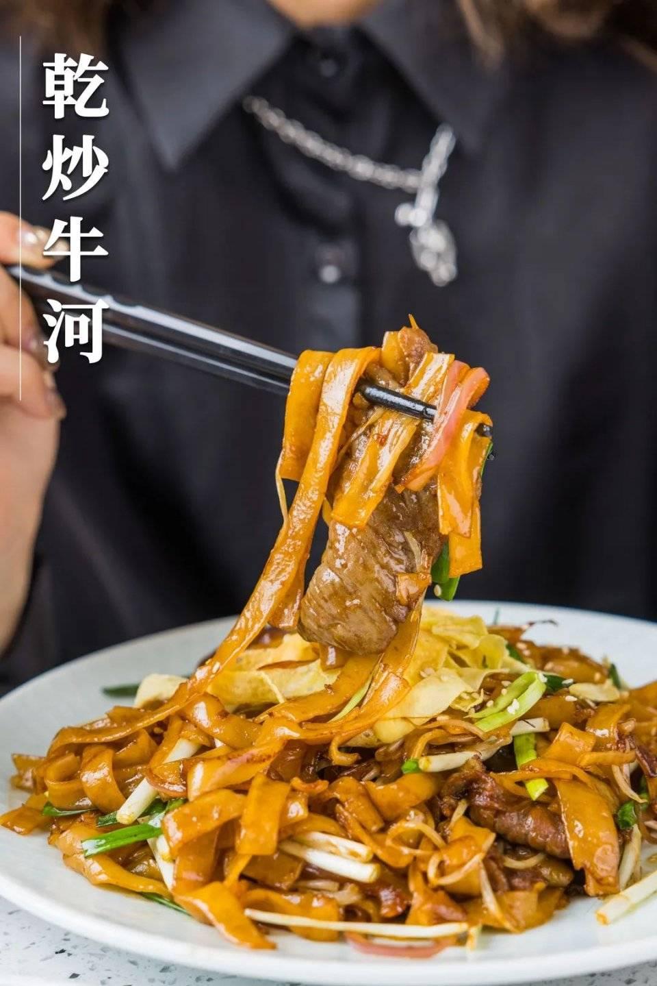 江南西老广大排档,现啫鲍鱼鸡煲、咸蛋黄炒膏蟹!