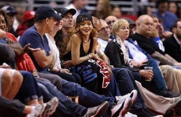 NBA追求者们,詹姆斯拒绝蕾哈娜,迈克杰克逊干女儿要为科比生娃